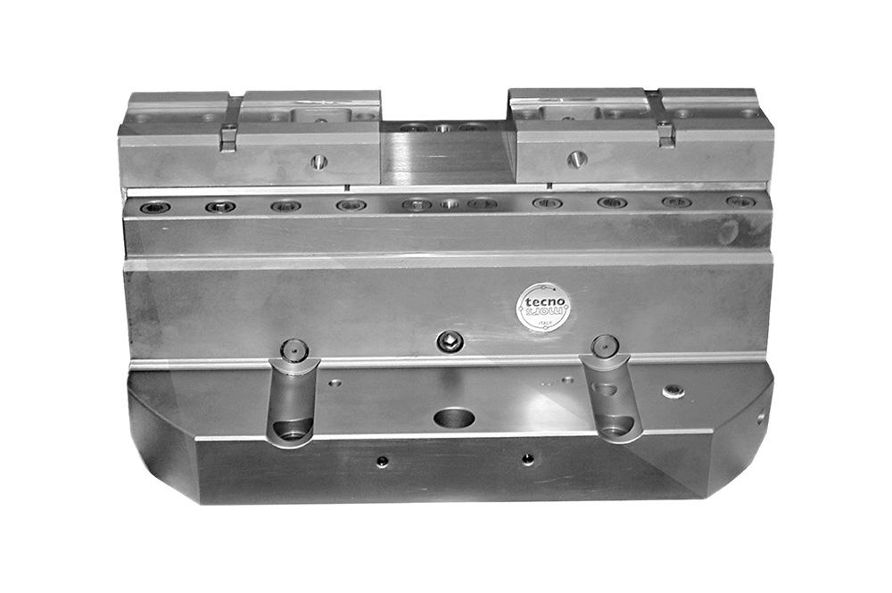 Morsa autocentrante ad azionamento oleodinamico - Self-centering vise with hydraulic drive
