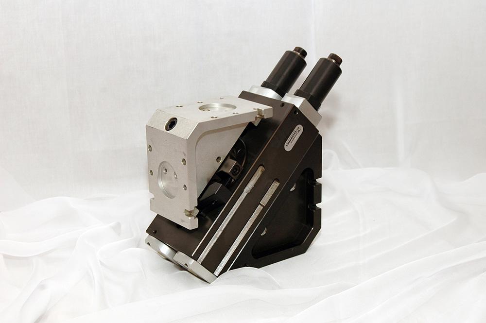 Unità rotante con distributore di fluidi integrato_Swivel head with integrated fluid feed-through